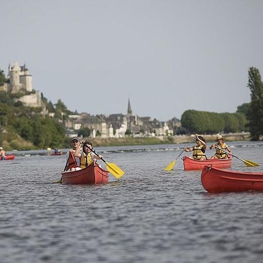 canoe devant forteresse chinon
